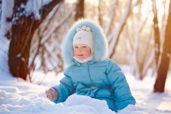 Как выбрать зимний комбинезон для ребенка?