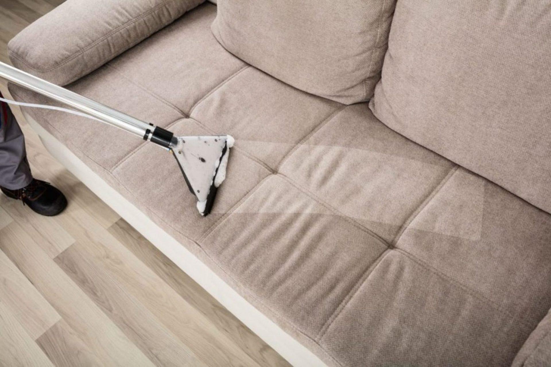 Как чистить мягкую мебель с разной обивкой