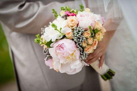 Цвет свадебного букета невесты