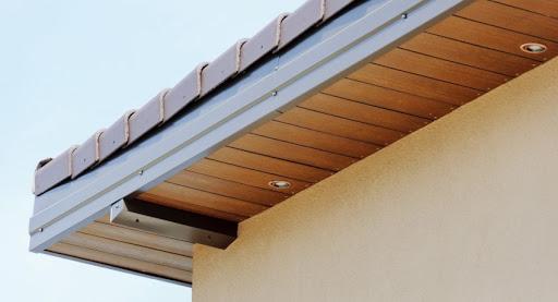 Технология подшивки карниза крыши софитом