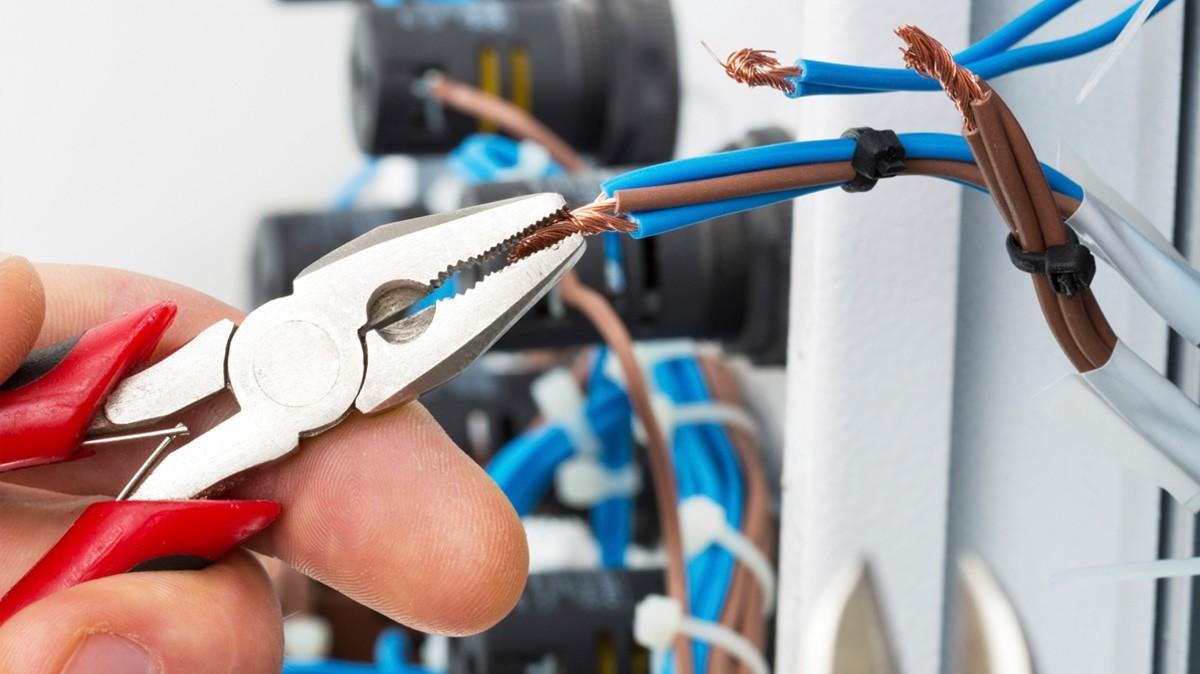 Какие критерии формируют стоимость электромонтажных работ?