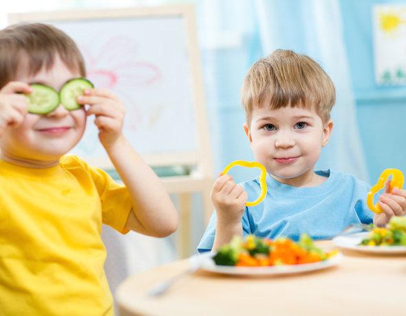 Доставайте шпаргалку: как кормить ребенка, чтобы привить правильные пищевые привычки, — пример меню на день